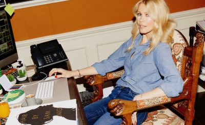 Claudia Schiffer, top model, chez elle.